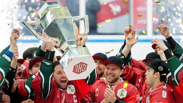 Hokejisté Frölundy se radují z vítězství v Lize mistrů po dramatické bitvě se Spartou.