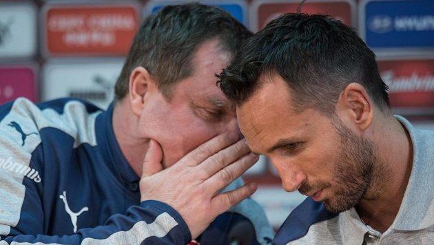 Trenér české reprezentace Pavel Vrba a obránce Tomáš Sivok během tiskové konference před utkánímse Skotskem.