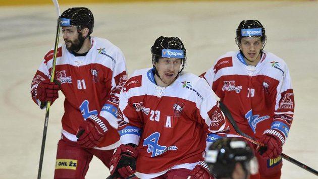 Zleva Petr Kolouch, autor gólu Jiří Ondrušek a Jakub Galvas (všichni z Olomouce).