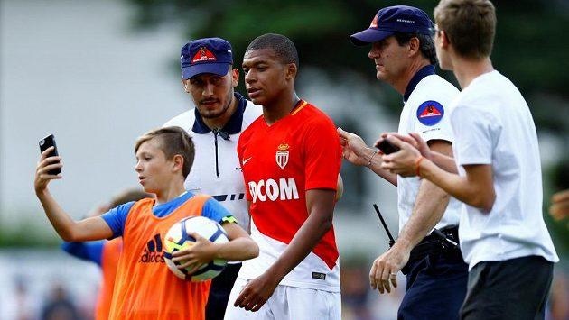Kylian Mbappé z Monaka po přípravě se Stoke.