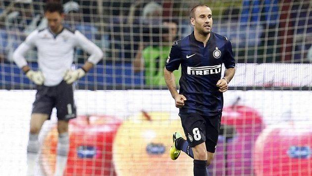 Útočník Interu Milán Rodrigo Palacio slaví gól proti Laziu Řím.