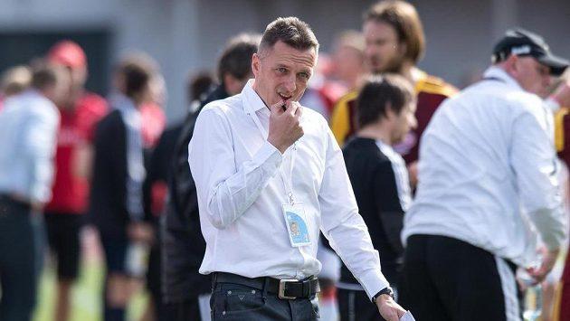 Trenér Dukly Praha Luboš Kozel během utkání se Slavií.