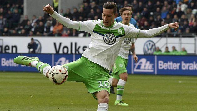Záložník Wolfsburgu Julian Draxler.