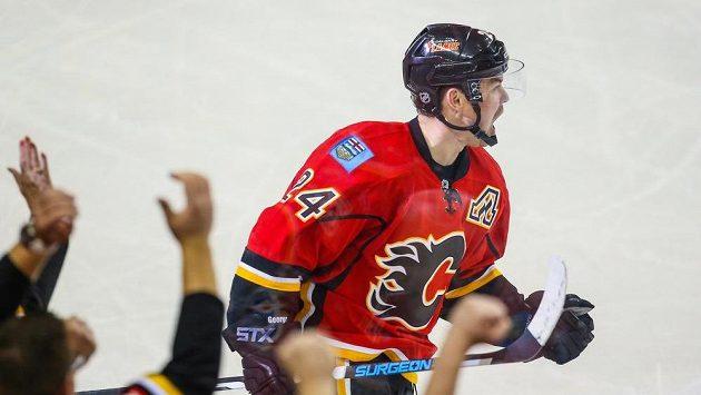 Útočník Calgary Jiří Hudler se raduje z gólu proti LA Kings.