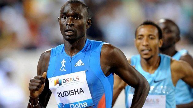 Keňský půlkař David Rudisha v čele závodu Diamantové ligy v Dauhá.