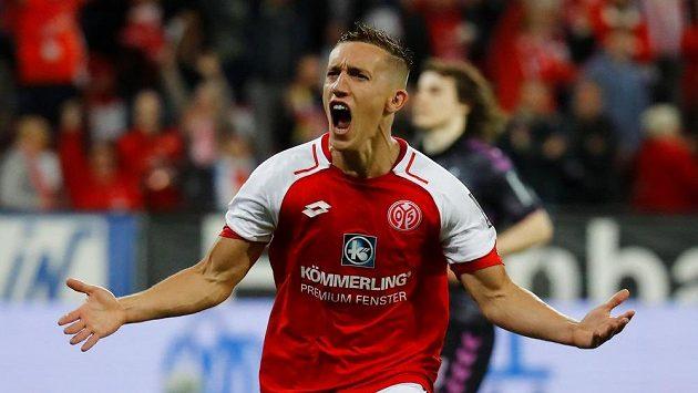 Pablo de Blasis z Mohuče se raduje po prvním gólu proti Freiburgu.