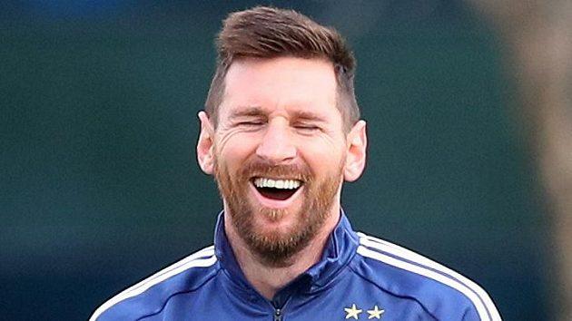 Argentinská fotbalová hvězda Lionel Messi má důvod k úsměvu. Podle magazínu Forbes je poprvé nejlépe placeným sportovcem světa.