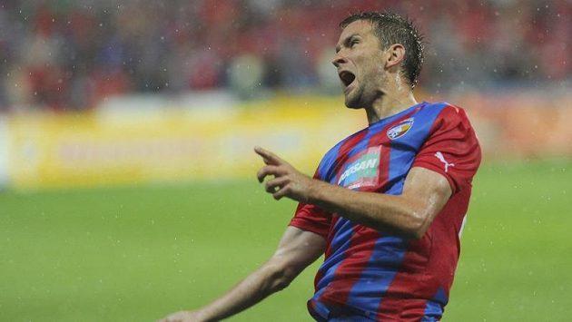 Marek Bakoš z Plzně se raduje ze své vítězné a postupové branky proti Lokerenu.