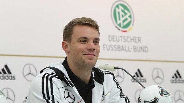 Brankář německé reprezentace Manuel Neuer na tiskové konferenci.
