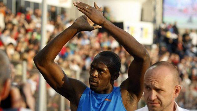 Stovka s očekávaným favoritem Usainem Boltem (na archivním snímku) zůstala ve večerním termínu.