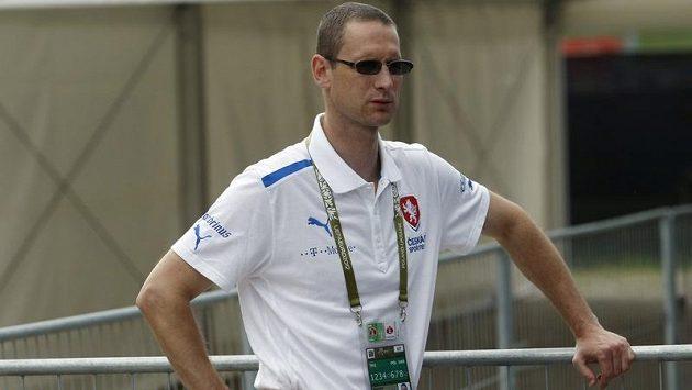 Bezpečnostní manažer FAČR Martin Synecký informace o razii nemá, protože po návratu z Turína letěl do Varšavy.