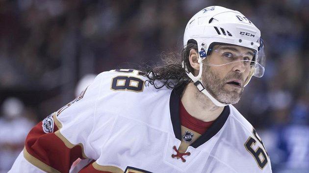 Jaromír Jágr i v 45 letech brázdí NHL.