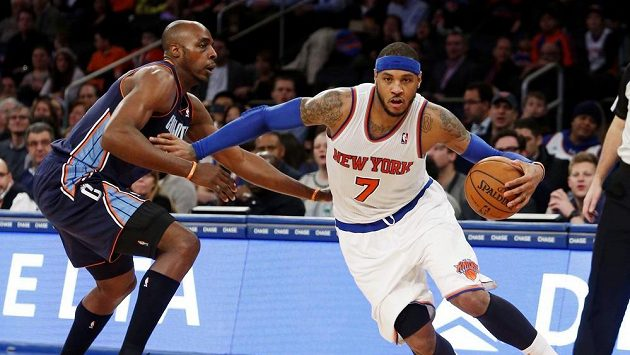 Carmelo Anthony z New York Knicks v zápase proti Charlotte.