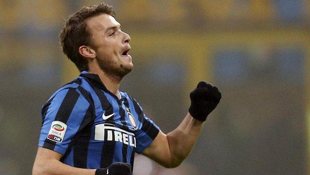 Adem Ljajič z Interu Milán jásá po vítězném gólu proti Janovu.