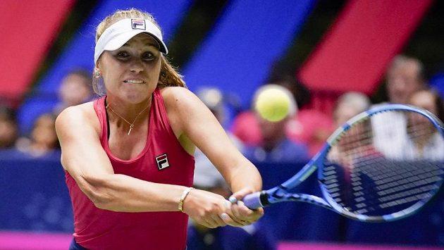 Americká tenistka Sofia Keninová během baráže Fed Cupu proti Švýcarsku.
