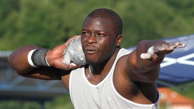 Nigerijský koulař Stephen Mozia se stal rekordmanem ústeckého stadiónu.