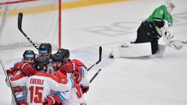 Olomoučtí hokejisté smazali tříbrankový náskok Mladé Boleslavi a vynutili si na ledě středočeského týmu prodloužení.