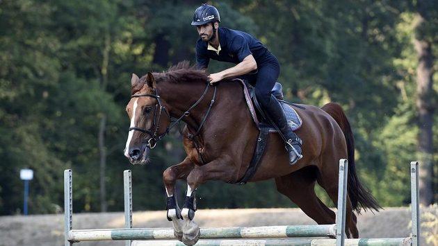David Svoboda na koni v jezdeckém klubu v Poděbradech.