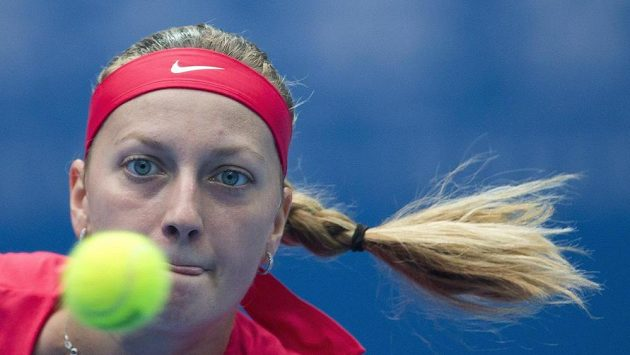 Petra Kvitová a její soustředěný pohled v semifinále turnaje v Pekingu.