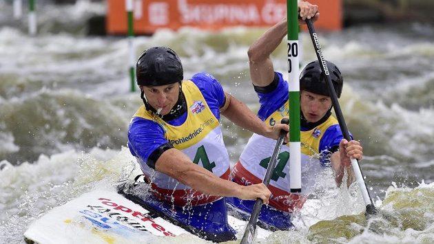Jonáš Kašpar a Marek Šindler během SP ve vodním slalomu v Praze.