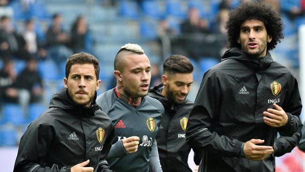 Belgičtí fotbalisté (zleva) Eden Hazard, Radja Nainggolan a Marouane Fellaini na tréninku.