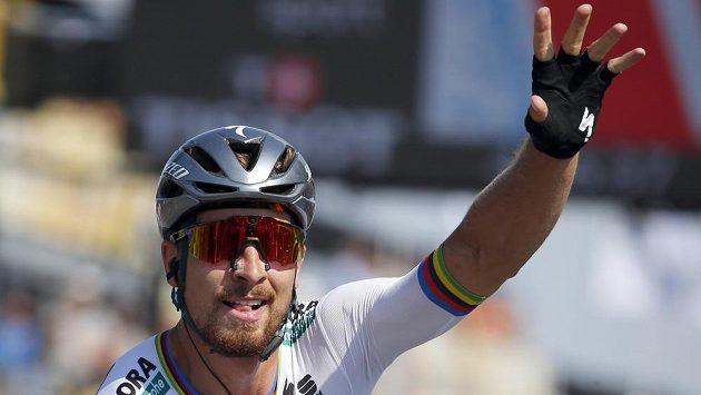 Peter Sagan slaví vítězství ve 2. etapě letošního ročníku Tour de France.