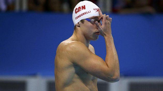 Kanadský plavec Santo Condorelli při netradičním gestu.