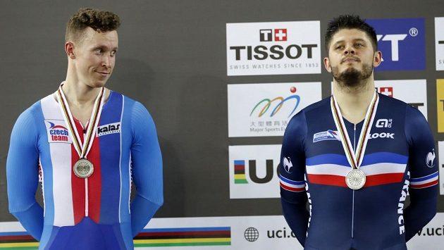 Tomáš Bábek (vlevo) se podělil o stříbrnou medaili ze závodu na jeden kilometr s pevným startem s Francouzem Lafargem.