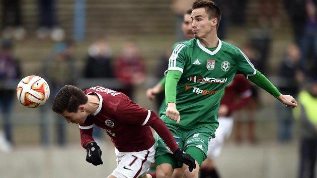 Záložník Sparty Praha Tomáš Přikryl dává první gól během odvetného utkání osmifinále Poháru FAČR proti Příbrami.