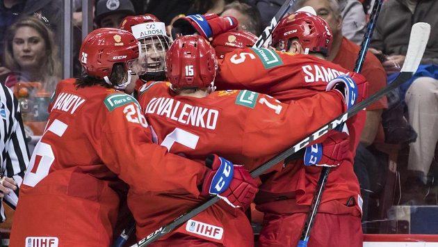 Ruská radost po vstřeleném gólu proti Kanadě na MS do 20 let.