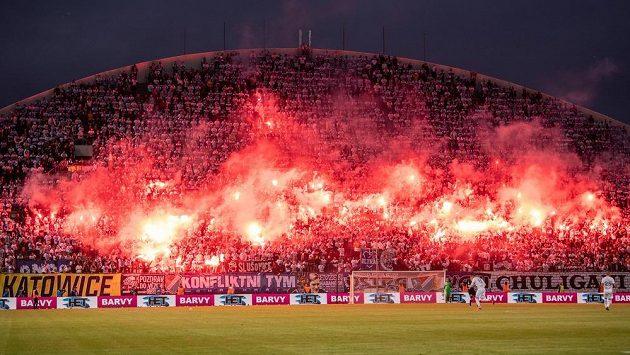 Fanoušci Baníku Ostrava během finále MOL Cupu.