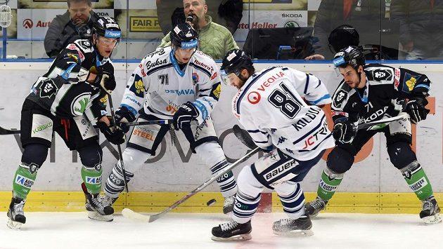 (Zleva) Radan Lenc z Mladé Boleslavi, Lukáš Kucsera a Petr Kolouch z Vítkovic a Tomáš Hyka z Mladé Boleslavi.