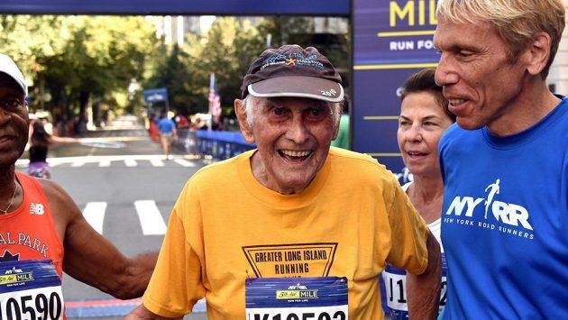 Ben Benson má 96 let, ale jednu míli po Páté Avenue si nedá vzít.