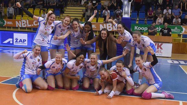 Volejbalistky Prostějova se radují z vítězství a obhajoby titulu.