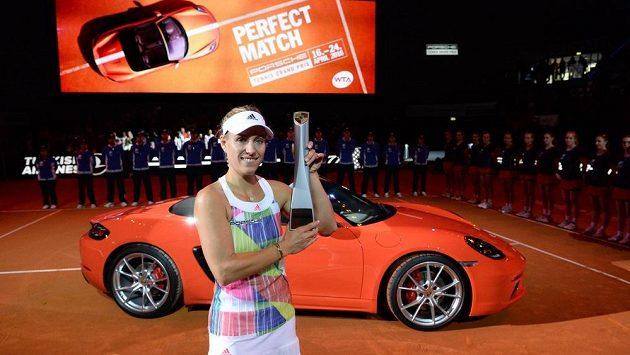 Angelique Kerberová triumfovala ve Stuttgartu a dle zvyku odjelam v novém Porsche Boxster 718.
