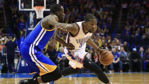 Neskutečný výkon předvedl v utkání NBA proti Golden State oklahomský Kevin Durant.