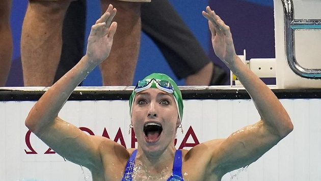 Plavkyně Tatjana Schoenmakerová nevěří vlastním očím, má zlato na 200 metrů prsa a k tomu světový rekord.