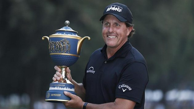 Slavný golfista Phil Mickelson po triumfu v Mexico City