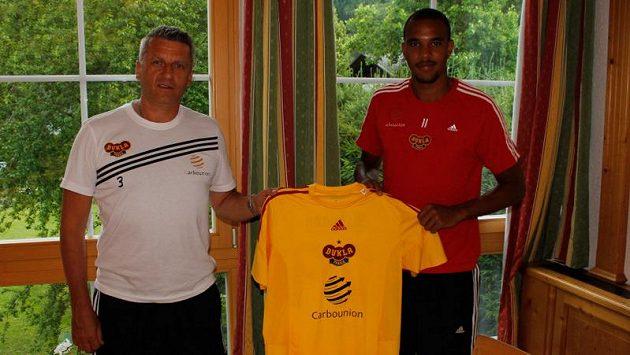 Jean-David Beauguel (vpravo) je novou posilou fotbalistů Dukly.