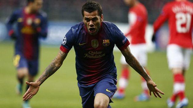 Obránce Barcelony Daniel Alves se raduje z gólu do sítě Spartaku Moskva v utkání Ligy mistrů.
