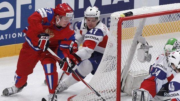 Ruský útočník Jevgenij Kuzněcov v zápase s Norskem.