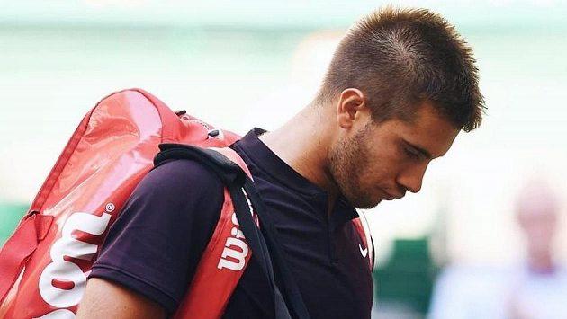 Chorvat Borna Čorič musí Wimbledon vynechat.