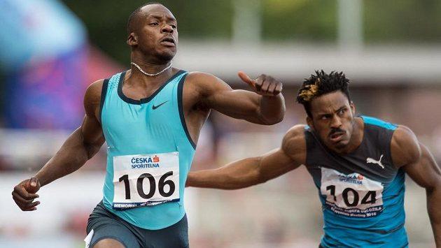 Sprinter Ben Youssef Meité (vlevo) a Henricho Bruintjies v cíli finále 100 m (ilustrační foto)