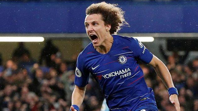 David Luiz z Chelsea se raduje z gólu proti Manchesteru City.