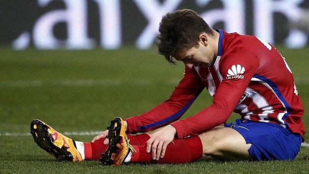 Zklamaný Luciano Vietto z Atlétika Madrid po vyřazení v poháru.
