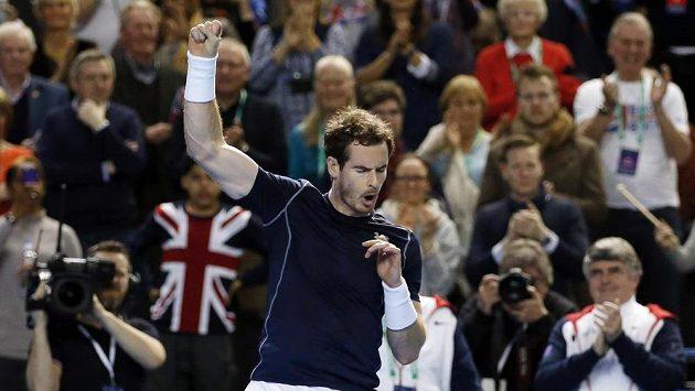 Brit Andy Murray se raduje z vítězství nad Taro Danielem z Japonska.