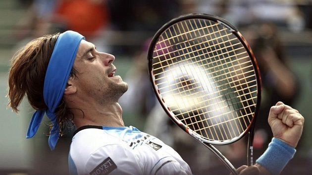 Španělský tenista David Ferrer se raduje z vítězství nad Tommym Haasem z Německa.