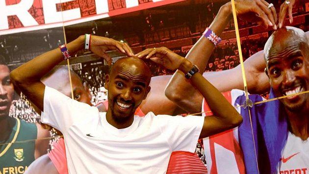 Britský běžec Mo Farah a jeho charakteristická póza.