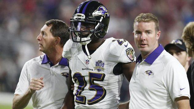 Hráč amerického fotbalu Tray Walker nepřežil střet s automobilem.