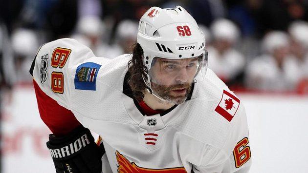 Jaromír Jágr z Calgary při utkání s Coloradem.